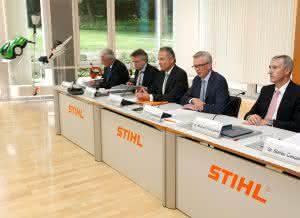 Der Stihl Vorstand bei der Herbst-Pressekonferenz 2015 (v. l. n. r.): Wolfgang Zahn, Karl Angler, Norbert Pick, Dr. Bertram Kandziora (Vorstandsvorsitzender), Dr. Michael Prochaska.