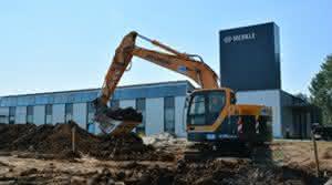 Bagger: Hyundai: Kurzheckbagger im Tiefbaueinsatz