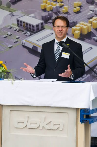 Krane und Hebebühnen: Doka: Bau des Logistik-Centers Apolda begonnen