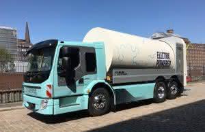 Zu Lande: Volvo Trucks zeigt auf der IAA Nutzfahrzeuge E-Lkws und Zukunfts-Projekte