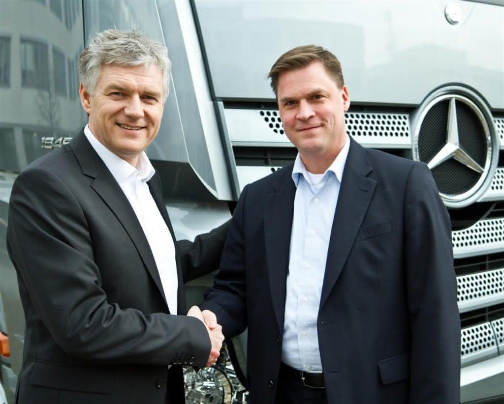 Dietrich Müller (rechts) übernimmt die Geschäftsführung von Ralf Forcher (links) beim Telematik-Anbieter Daimler FleetBoard
