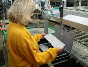 Outsourcing: Massenware individuell konfigureren, mit Re-Customization Kosten sparen, Outsourcing mit LGI LOGISTICS GROUP INTERNATIONAL