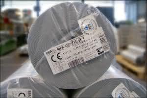 Etiketten: Identtechnik: Etikettiersystem und Software sorgen für fehlerfreien Versand