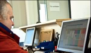 EHB: EHB statt Stapler, Getränkelogistik mit ausgeklügelter Fördertechnik sichert reibungslose Abläufe