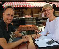 Christoph Papenfuss, Regionalmanager bei OSIsoft Europe, und Andrea Gillhuber, Chefredakteurin SCOPE, sprachen über das Zusammenwachsen von OT und IT.