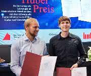 Die Preisträger freuten sich sichtlich über ihre Urkunden. (Bild: Peter Huber Kältemaschinenbau)