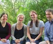 Prof. Dr. Christine Stadelmann-Nessler, Dr. Franziska van der Meer, Mareike Töpperwien, Prof. Dr. Tim Salditt (von links; Bild: Universität Göttingen)