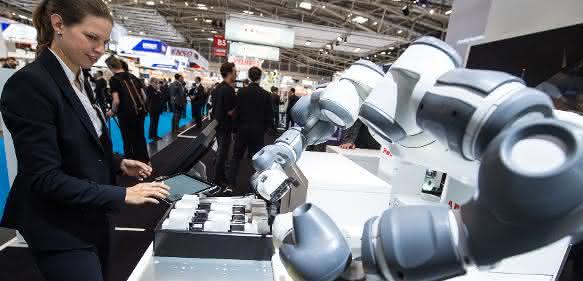 Fachverband VDMA Robotik + Automation meldet Rekordumsatz und zeigt auf der Automatica 2018 erstmals einen OPC UA Demonstrator.