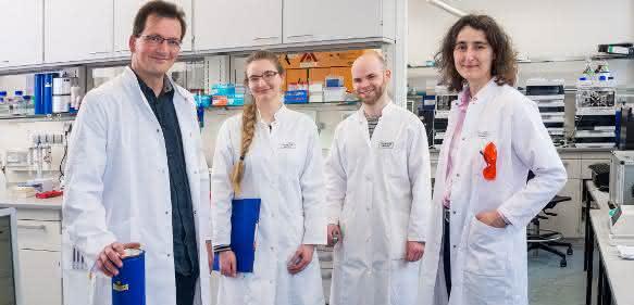 Gruppenbild der Hauptautoren im Labor