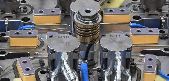 Pressure Blocks sollen die Steifigkeit der Aufspannplatte erhöhen und die Temperaturverteilung verbessern. (Bild: HRS)