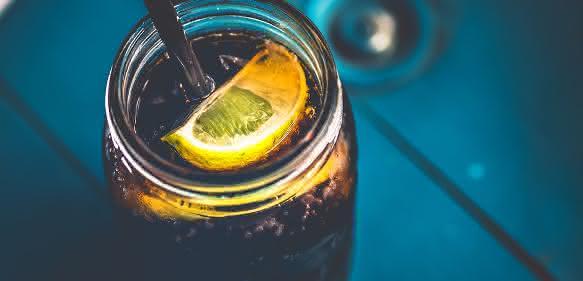 Cola im Glas