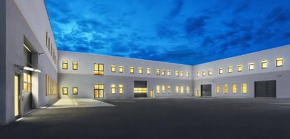 Firmengebäude erweitert