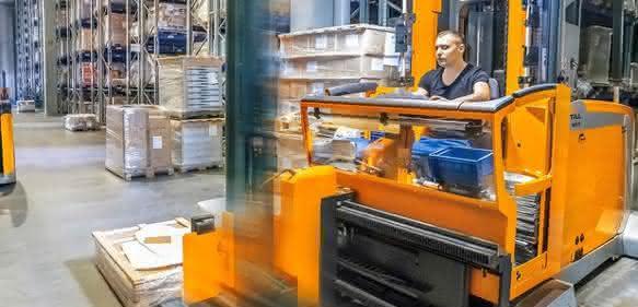 Pro Woche liefert Schuon bis zu 20.000 Pakete aus. Da sind Effizienz und Schnelligkeit gefragt. Hier punktet der MX-X durch eine Verbesserung der Ergonomie. (Bild: Still)