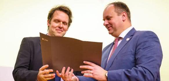Robert Böhm (links) und Oberbürgermeister Dirk Hilbert