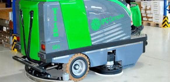 Aufsitz-Scheuersaugmaschine Titan: Sparsamer Fabrikputzer