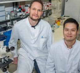 Dr. Martin Breitbach und Dr. Kenichi Kimura im Labor