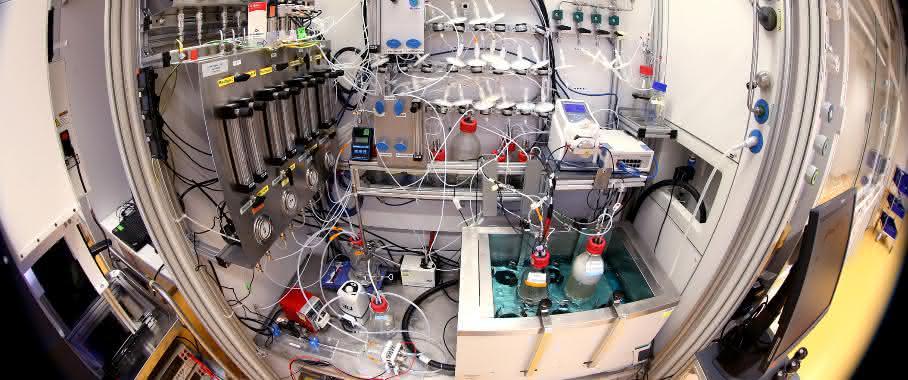 Labor mit Geräten