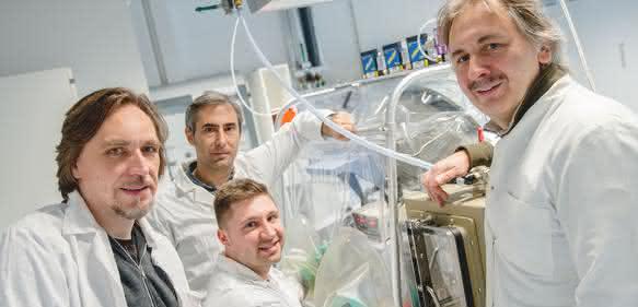 Bochumer Forscher im Labor