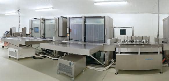 ImmuCoat®-Anlage bei AB Diagnostic Systems mit rund 16 Meter Länge, bestehend aus standardisierten Basis- und Prozessmodulen (alle Bilder: Optima packaging group).