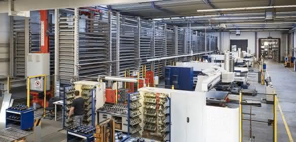 Das Blechlager Midi baut kompakt und lagerdicht.