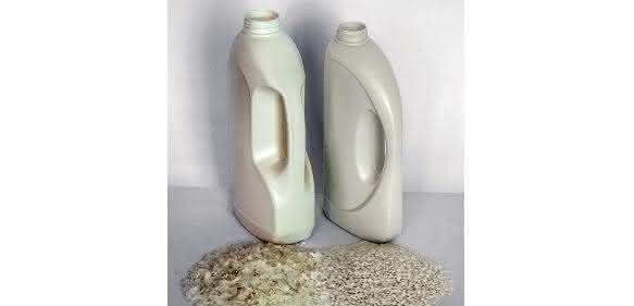 Waschmittelverpackung: Aus Flaschen werden wieder Flaschen. (Bilder: Starlinger)