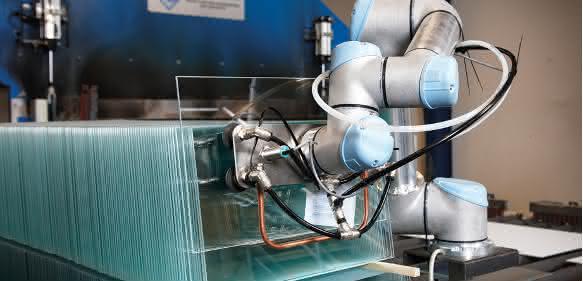 Universal Robots Maschinenbestueckung Gern Glas