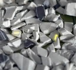Fluoreszenz-Partikeln markiertes PVC-Mahlgut
