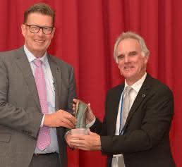 Entgegennahme des Deutsche-Chemie-Preis 2017 (Bild: Covestro)