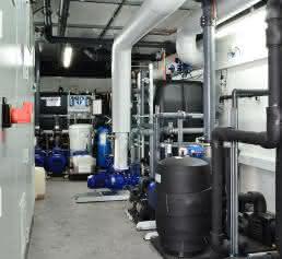 Steuerung, Wärmetauscher und Pumpen der gesamten Energiespartechnologie