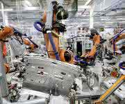 Produktion VW Passat: Beim Widerstandselementschweißen werden Aluminium und Stahl untrennbar miteinander verbunden. (Bild: Volkswagen)