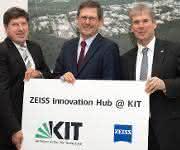 Der Vorsitzender des Konzernvorstandes der Carl Zeiss AG, der Präsident des KIT und der Vizepräsident des KIT für Innovation und Internationales