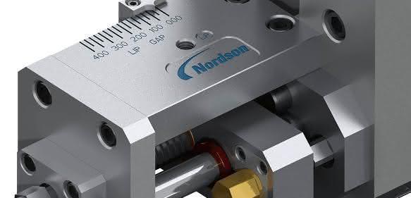 An nur einem Punkt lässt sich der Extrusionsspalt bei der Plattenproduktion einstellen. (Bild: Nordson)