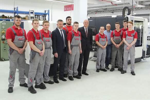 Ausbildungswerkstatt von Pfeiffer Vacuum: Neue Fräsmaschinen für die Azubis