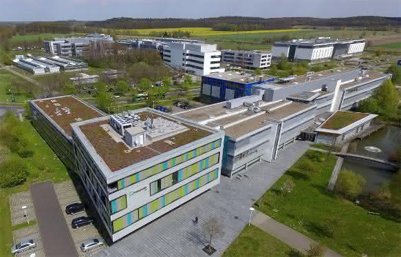 Fraunhofer-Institut für Angewandte Polymerforschung IAP in Potsdam-Golm treibt zusammen mit Partnern aus der Industrie die Zukunft von Polymeranwendungen voran.