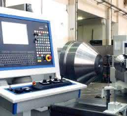CNC-Metalldrückmaschine bei Helmut Rübsamen