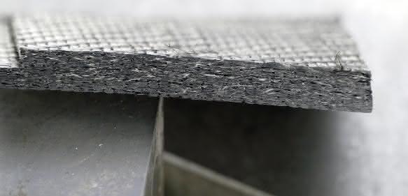 Prepreg CfK / vorimprägnierte Carbonfasern – Schnittergebnis mit Ultraschallunterstützung.