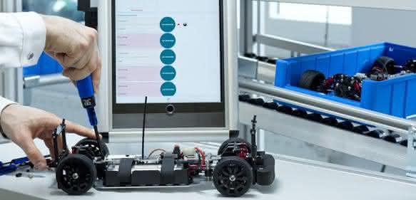 Lernspiel Montage in der Lernfabrik für vernetzte Produktion.