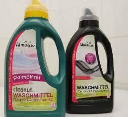 Blasgeformte Waschmittel-Flasche mit hochwertiger Oberfläche aus Recyclingwerkstoff. (Bild: Alba-Group)