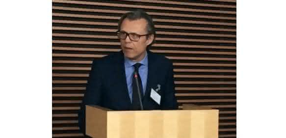 Tuchlenski von Lanxess und Vorstand bei Kunststoffland NRW, präsentierte Best Practice Beispiele für innovative Werkstoffe. (Bild: Kunststoffland NRW)