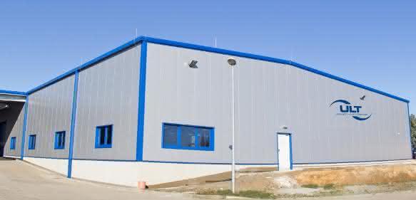 Mit der Eröffnung der mittlerweile fünften Produktionshalle der ULT AG wurde Anfang dieses Jahres die Fertigungsfläche um 1500 m² erweitert.