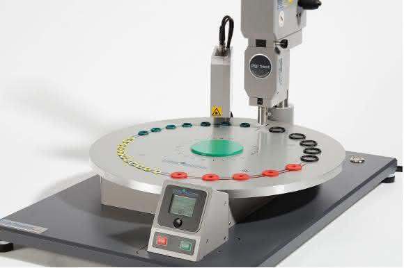 Das BarOtation vereint die Funktion der verfügbaren Hilfsvorrichtungen für Laborprüfungen, wie beispielsweise die Zentriereinrichtung Barofix, mit der Anforderung eines automatischen Systems.