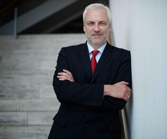 NRW-Wirtschaftsminister Garrelt Duin lud Kunststoffland-Vorstand zum Branchengespräch in das Düsseldorfer Wirtschaftsministerium ein. (Bild: MWEIMH NRW / Hojabr Riahi)