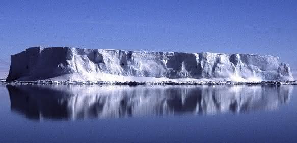 Eisberg im südöstlichen Weddellmeer. (Foto: Dr. Michael Weber)