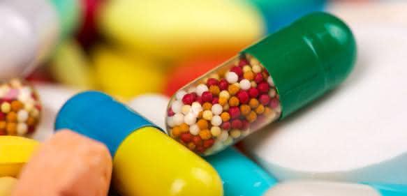 Schlankheitsmittel werden oft in arzneimitteltypischer Form als Tabletten, Kapseln oder in Pulverform unter der Bezeichnung Nahrungsergänzungsmittel (NEM) auf den Markt gebracht.