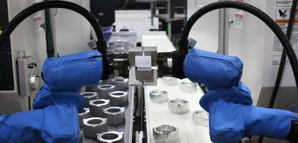 UR10- und zwei UR5-Roboterarme