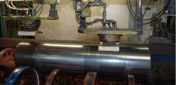 Ultraschall-Prüfung am offenen Ende einer Stahlflasche
