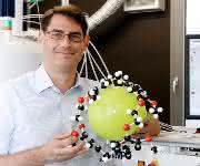 """Die Arbeitsgruppe um den Physiker Leif Schröder entwickelt MRT-Verfahren mit einer Art """"Fluxkompensator"""". Nun soll sie zur Früherkennung von Parkinson eingesetzt werden. (Foto: FMP / Silke Oßwald)"""