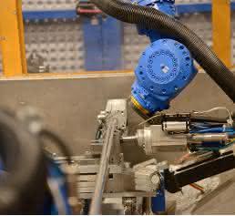 Highspeed-Fräsen im Doppelpack: Aluprofile präzise bearbeiten mit Robotern