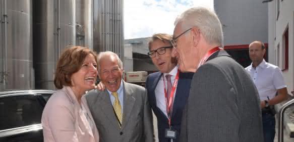 (v.l.): Ministerpräsidentin des Landes Rheinland Pfalz Malu Dreyer, Fredy Hiltmann (CFO), Wolfgang Moyses (CEO), Rolf Goessler (Vorsitzender des Aufsichtsrats), (Bild: Armin Seibert).