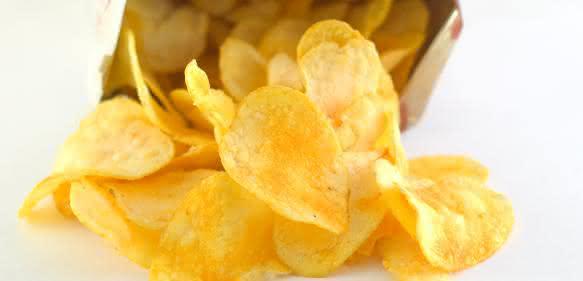 Chips- und Snacktüten – ein Massenmarkt mit enormem Folienverbrauch. Sparpotenziale werden gesucht. (Bilder: Herrmann Ultraschall)